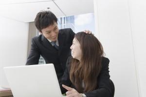 同僚や上司にバレずに社内恋愛を成功させるコツ