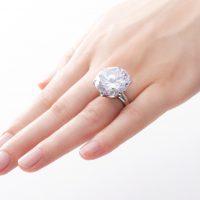 2017年の最新をチェック!婚約指輪のトレンド