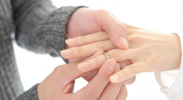 婚約指輪を購入する前に必読!彼女の指輪のサイズを聞く方法