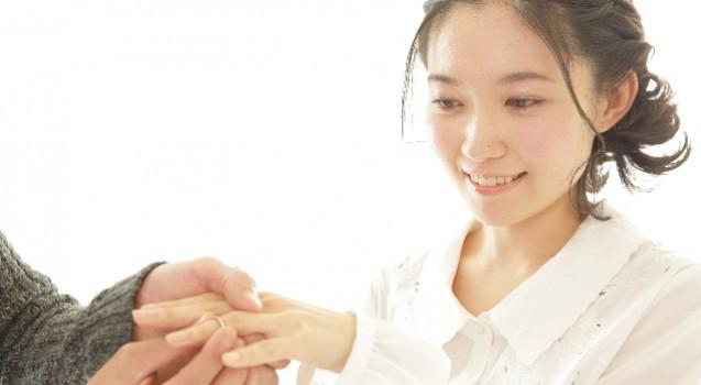 彼女を喜ばせるサプライズな指輪の渡し方